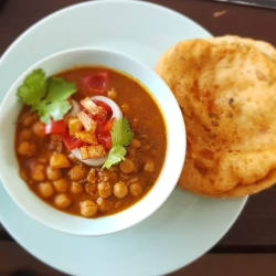 Chickpea curry with Fried Roti
