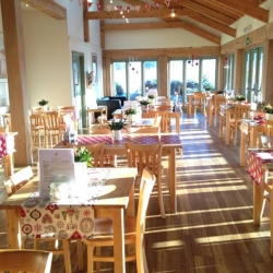 Syston Park Fruit Farm, Farm Shop & Cafe'