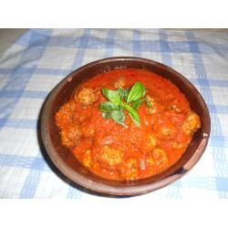 Classic meatballs with tomato sauce